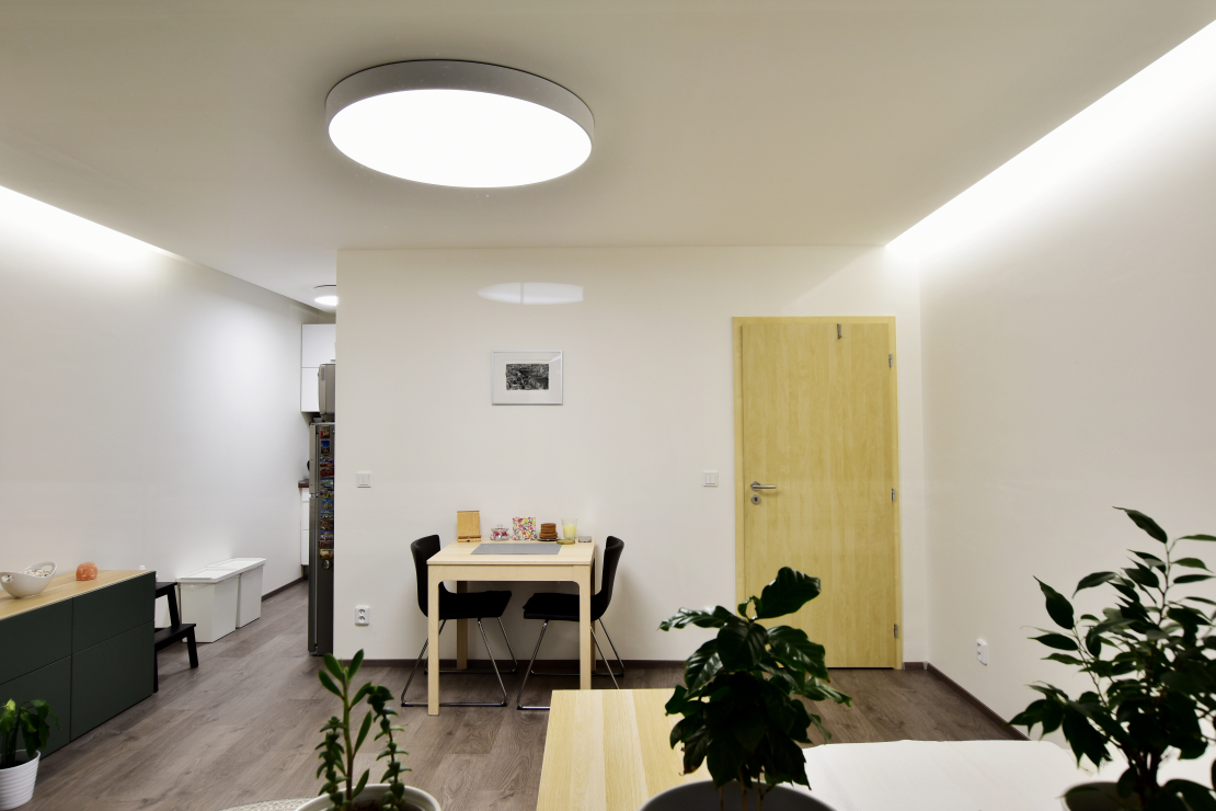 Rekonstrukce panelového bytu v Brně s řízenými svítidly