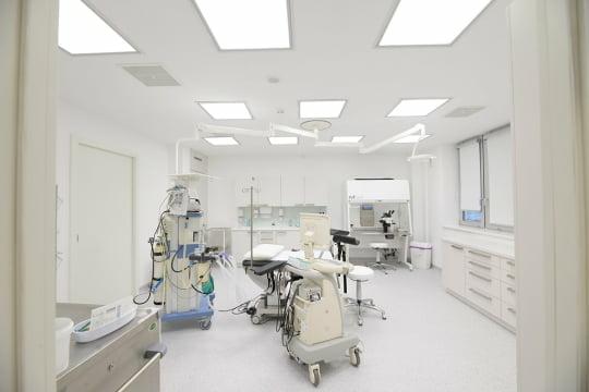 Soukromá klinika s operačními sály a laboratořemi
