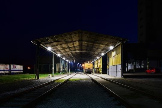 Železniční vlečka a přístřešek pro vlak